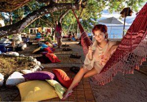 Relaxen im Hippie-Ambiente mit Meerblick: Sundowner in der Lounge Toca de Morcego, Morro de São Paolo