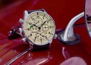 Rallyechronograph 917 GR, bereit für die nächste Wertungsprüfung. Mit rückwärtszählendem Drehring zum leichten Ablesen sekundengenauer Zielzeiten bei Gleichmäßigkeitsprüfungen.