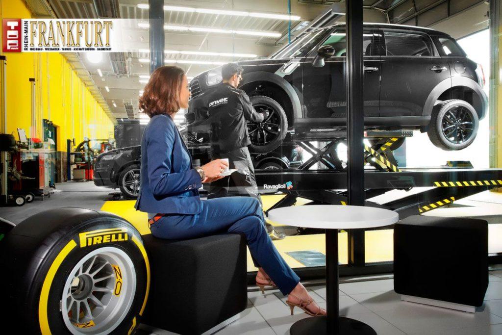 Hier kann man beim Reifenwechsel entspannt zuschauen.