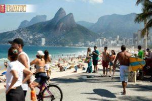 Am Strand von Ipanema tummeln sich die Schönen und Reichen.