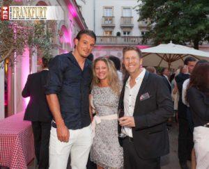 Fußballspieler Alexander Meier (Eintracht Frankfurt) mit Isabell und Björn Reindl (R2comSport)