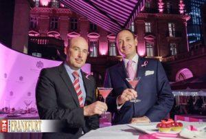 Gemeinsamer Kampf gegen den Brustkrebs Professor Dr. Sven Becker und General Manager Moritz Klein bringen das Hotel Steigenberger Hof im Brustkrebsmonat Oktober zum Leuchten.