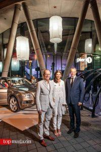 Bentley Frankfurt-Inhaber Albrecht und Susanna Bach mit Bentley-Europachef Philipp Noack