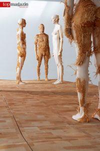 Skulpturen des Bildhauers Aron Demetz