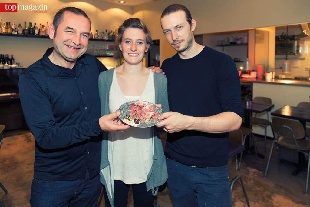 Die Bidlabu Inhaber Lukas Bender und Stefan Meyer-Beilstein mit Kreativ Leiterin Antonia Behrend