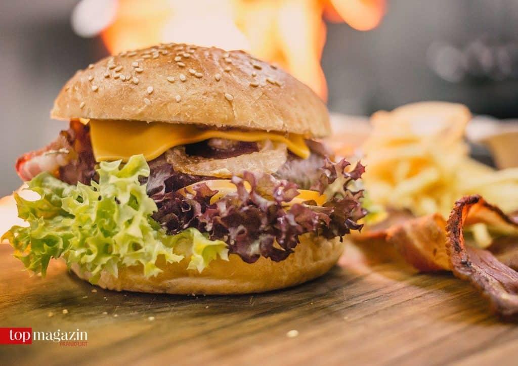 Der fertige Schwamm Burger aus der Brasserie Schlachthof (Saarbrücken)
