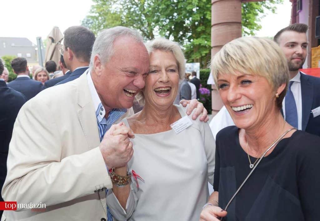 Ein gutes Team - ZDF-Reporterlegende Rolf Töpperwien mit Oberbürgermeisterin a.D. Dr. h.c. Petra Roth und Ehefrau Elisabeth