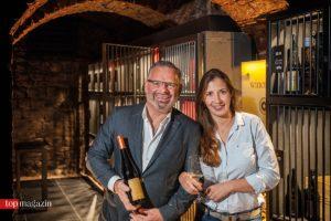 Victoria Lergenmüller mit Weinhändler Markus Nussbaumer bei einer Verkostung in der Winebank Frankfurt