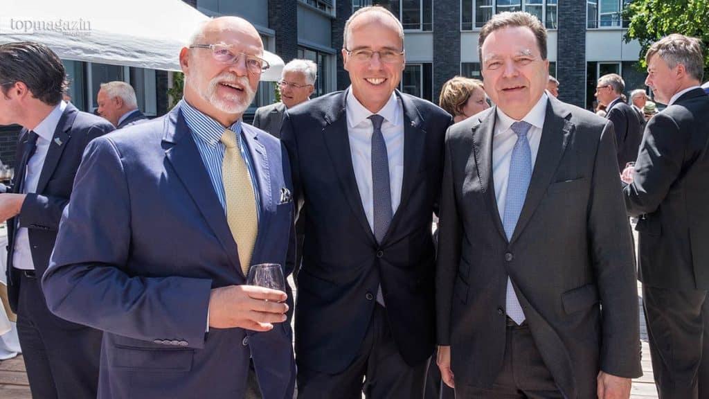 Polizeipräsident a.D. Dr. Achim Thiel mit Innenminister Peter Beuth und dem Helaba-Vorstandsvorsitzenden Herbert Hans Grüntker
