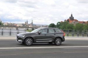 Der Volvo XC60 ist ein immerhin knapp 4,70 Meter langes Auto, das aber optisch nicht überwältigt.