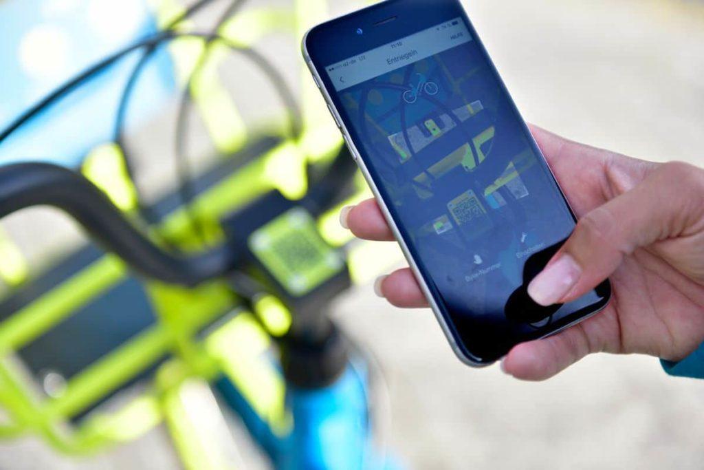 Die Räder werden per Smartphone-App gefunden und gebucht