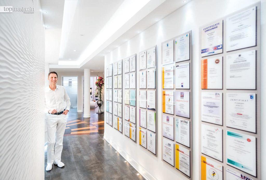 Dr. Dusan Barac ist mehrfach zertifizierter Zahnarzt.