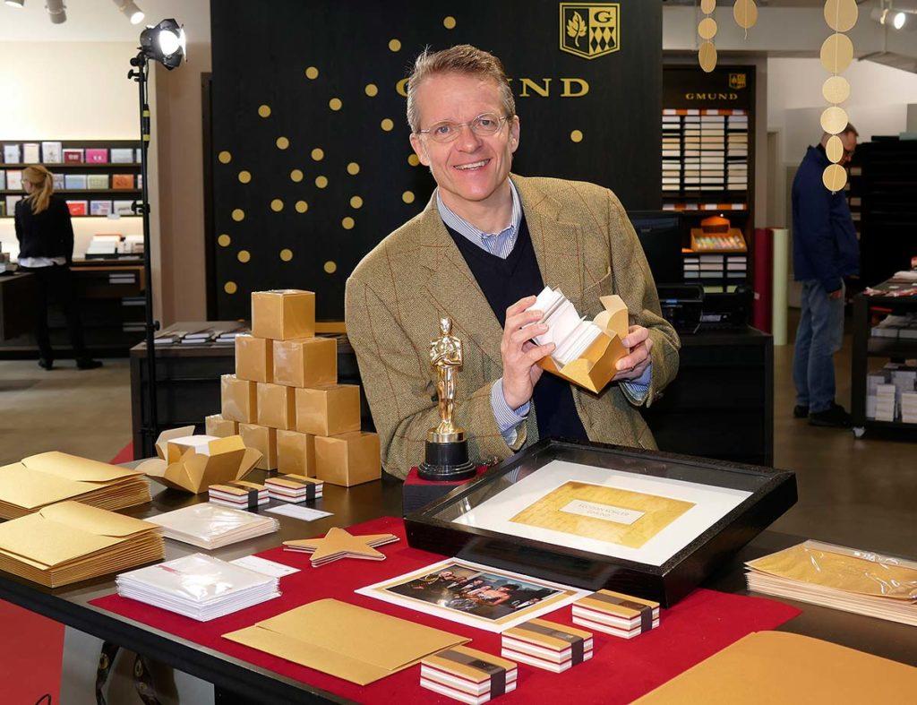 In Gmund werden auch die goldenen Umschläge für die Oscar-Verleihung gefertigt.