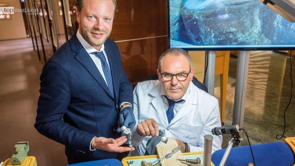 Breguet Brand Manager Ulrich Krämer mit Kameenschnitzer Fabio Ottaviano