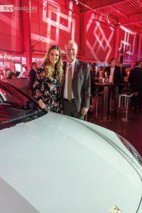 Moderatorin Eve Scheer mit Porsche-Deutschlandchef Jens Puttfarcken