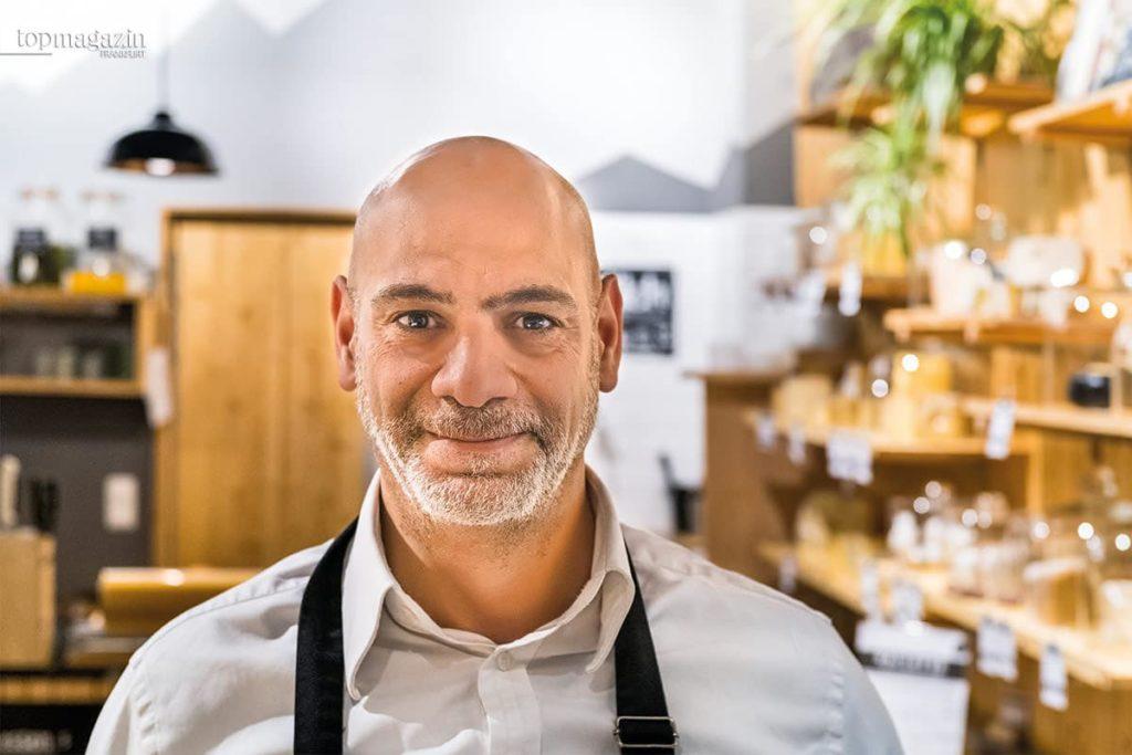 Vartan Kevorkyan, Inhaber der Käsestube in der Schillerstraße