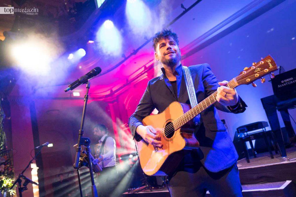 Sänger Nevio Passaro sorgte für eine volle Tanzfläche