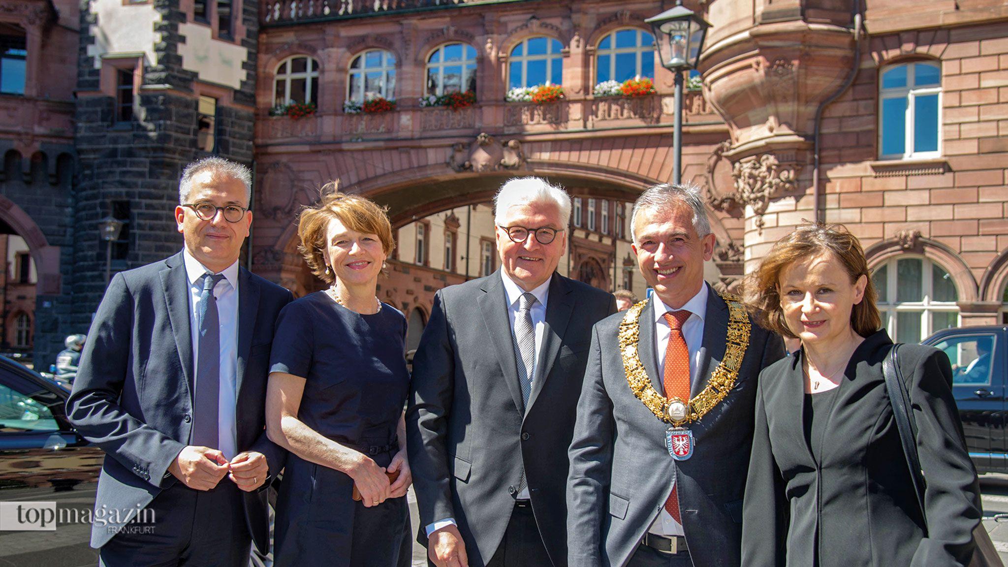 Staatsminister Tarek Al-Wazir, Elke Büdenbender, Bundespräsident Frank-Walter Steinmeier, Oberbürgermeister Peter Feldmann und Prof. Sybille Steinbacher