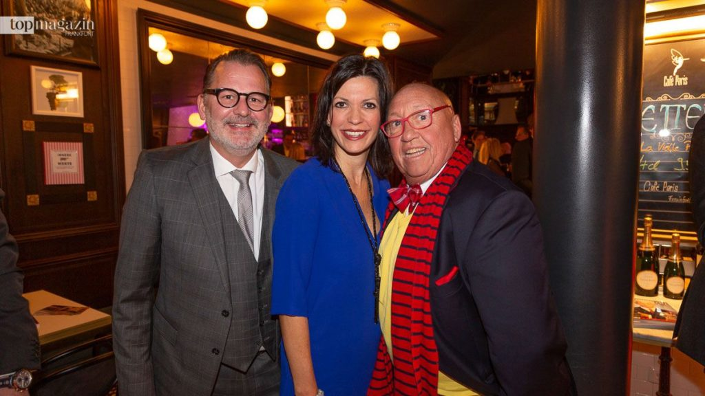 Café Paris-Betreiber Hans Jürgen Laumeister und Daniela Schwarz mit Weinexperte Harry Hochheimer