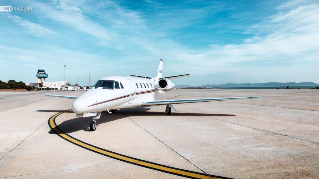 Ein Privatjet ist nicht an die üblichen Flugrouten und -zeiten gebunden