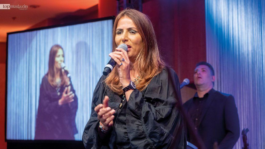 Sängerin Einat Sarouf begeistert die Gäste