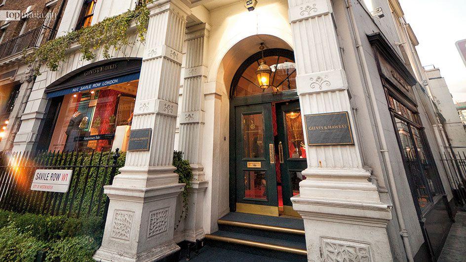 Der Herrenschneider Gieves & Hawkes hat seinen Sitz in der Londoner Savile Row 1. Die Straße gilt als Mekka der Maßschneiderei