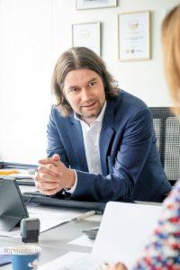 """""""Bei uns wird das Motto des Konzerns 'First people, then cars' gelebt."""" - Michael Lehner FCA Motor Village Wiesbaden"""