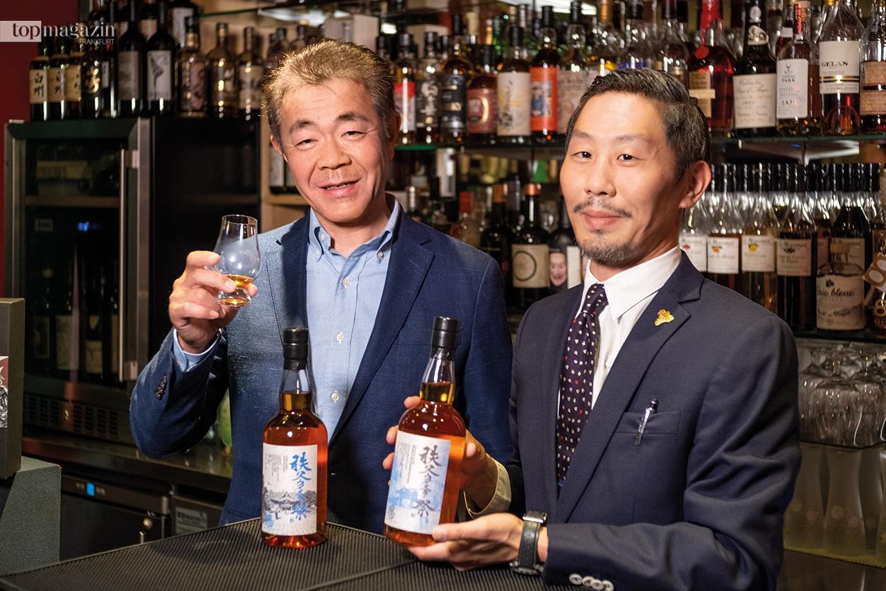 Ichiro Akuto von der Chichibu Distillery mit Sommelier Koichi Hashimoto beim Whisky Masterclass Tasting